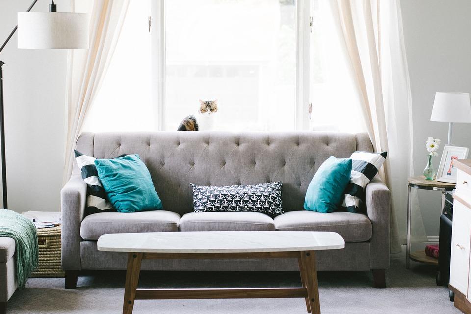 kanapa z pojemnikiem na pościel