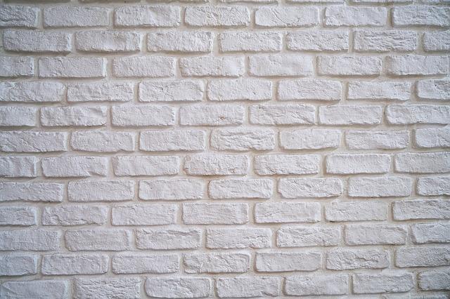 Najmodniejsze ściany mieszkań – biała cegła